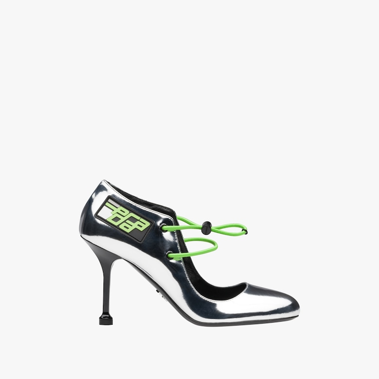 Patent leather pumps with elasticized cords