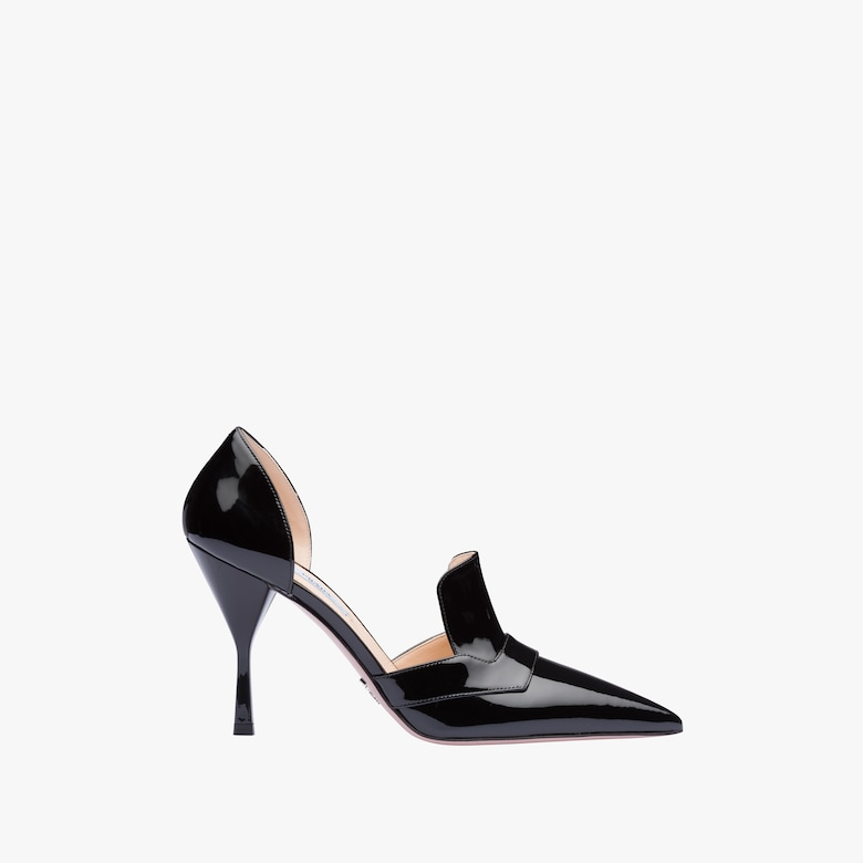 Patent leather pointy toe pumps