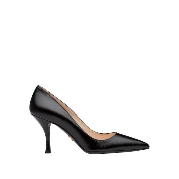 Saffiano effect patent leather pumps