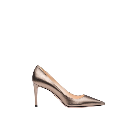 Laminated leather pumps