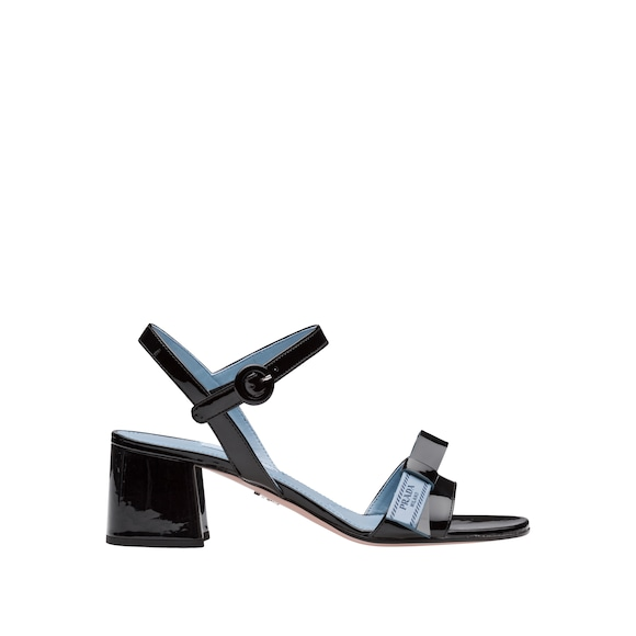 Etiquette patent leather sandals