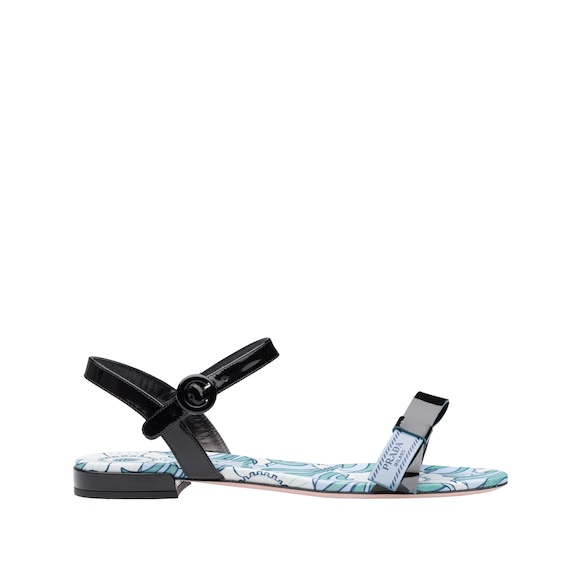 One band patent leather sandals