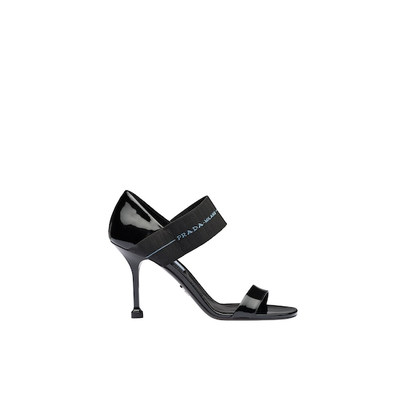 Patent leather sandals with elasticized band